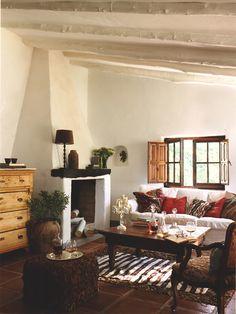 A shot of the living room from the Spanish interiors magazine Casas de Campo.