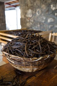 Vanilla beans being hand sorted and graded on Reunion Island Island Food, Growing Seeds, Milk And Honey, Side Dish Recipes, Preserves, Great Recipes, Food Photography, Homemade, Vanilla Beans