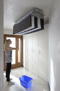 Acquista stendibiancheria salvaspazio Foxydry Air 120 – Foxydry Space-saving ceiling-mounted clothes drying rack with remote control. Laundry Closet, Laundry Room Storage, Small Laundry, Laundry Room Design, Laundry Rooms, Drying Rack Laundry, Clothes Drying Racks, Interior Design Living Room, Living Room Designs