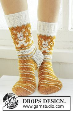 Socks & Slippers - Free knitting patterns and crochet patterns by DROPS Design Crochet Socks, Knit Mittens, Knitting Socks, Knit Crochet, Knitting Patterns Free, Free Knitting, Free Pattern, Drops Design, Magazine Drops