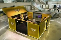 The new pop-up installation in Shanghai's department store offers a unique visual and tactile journey through the world of Fendi's iconic accessories. Kiosk Design, Display Design, Retail Design, Boutique Design, A Boutique, Tienda Pop-up, Clothing Store Design, Temporary Store, Stand Design