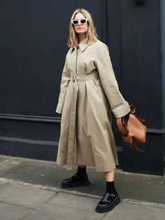 When it is not cold enough to wear thick trench coat outfit Mode Outfits, Casual Outfits, Fashion Outfits, Womens Fashion, Fashion Styles, Fashion Coat, Punk Fashion, Lolita Fashion, Trench Coat Outfit
