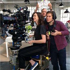 Just like her character Jules, @annehathaway likes to be the boss on the set of #TheIntern! #RobertDeNiro #AnneHathaway #AdamDeVine