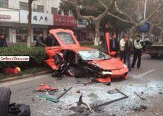 Lamborghini Aventador влетел в автобус в Китае. Серьезная авария с участием Lamborghini Aventador LP700-4 произошла в городе Хэфэй провинции Аньхой (Китае). По имеющейся информации, во время обгона автомобиля водитель итальянского суперкара не рассчитал безопасность маневра и врезалс