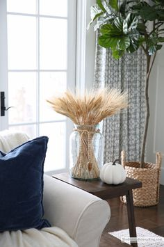fall home decor Fall Family Room Decor - Cute Home Decor, Fall Home Decor, Autumn Home, Fall Kitchen Decor, Home Design, Art Design, Fall Living Room, Living Room Decor, Seasonal Decor