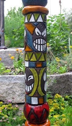 bunte hundertwasser-säulen | gartendeko aus ton | pinterest, Garten ideen gestaltung