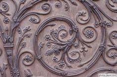 Кованый декор ворот в соборе Нотр-Дам