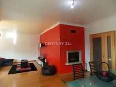 #Apartamento T3 como novo. #Cozinha com despenseiro, #sala com 47 m2 e recuperador de calor. #Suite com closet e mais 2 #quartos com roupeiro. Excelente oportunidade! #leiria