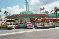 """Round Diner Cool Cars ~ This looks like the diner where """"American Graffiti"""" was filmed!"""