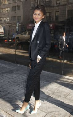 zendaya stripe suit