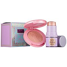 I might not be able to go anywhere without these two. This set's highlighting cheek stain leaves a touch of sheer champagne color and the Amazonian clay 12-hour blush gives you a soft peachy hue. #Sephora #Tarte #gifting