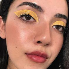 "1,585 Me gusta, 18 comentarios - @nadineartistry en Instagram: "" @glossier lip gloss + cloud paint in dusk / @nyxcosmetics liner in vivid halo / @milkmakeup eye…"""