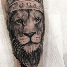 Já está quase na hora do @pedroarrudatattoo chegar no Rio de Janeiro e você ainda não entrou em contato?  Data: 26 até 30 novembro 2018 Local: @hosteltattoorio Contato: (11)98200-4435 Black Men Tattoos, Sleeve Tattoos For Women, Tattoos For Guys, Tattoo Sketches, Tattoo Drawings, Lion Tattoo With Crown, Hulk Art, Mini Tattoos, Back Tattoo