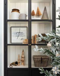 Modern Christmas Decor, Decoration Christmas, Christmas Home, Christmas Holidays, Scandi Christmas, Minimalist Christmas, Christmas Stuff, Christmas 2019, White Christmas