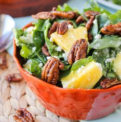 Descubre esta sencilla receta para preparar ensalada de espinacas con piña, el complemento ideal y nutritivo para tus platillos fuertes. ¡Toma nota! http://www.linio.com.mx/hogar/
