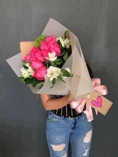 Things to Know about Deals on Valentine's Day Flowers Online Boquette Flowers, How To Wrap Flowers, Beautiful Bouquet Of Flowers, Luxury Flowers, Beautiful Flowers, Flower Box Gift, Flower Basket, Send Flowers Online, Anniversary Flowers