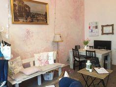 Wien – Auf Cafè, Restaurant und Bistro Tour Motto, Corner Desk, Restaurant, Furniture, Home Decor, Homemade Home Decor, Corner Table, Diner Restaurant, Restaurants