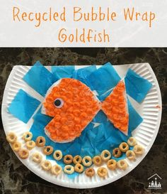 Recycled bubble wrap activity. A goldfish in a bowl craft for kids. Click through for full tutorial and more fun bubble wrap activity ideas.