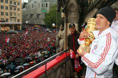Bastian Schweinsteiger -- Bayern de Munique 2013 - comemoração pela Tríplice coroa (DFB-Pokal, Bundesliga e UEFA Champions League).