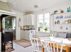 Tour this bright Swedish cottage: the all white interior is anything but boring Swedish Cottage, Kitchen Dining, House Interior, Small Spaces, Home Kitchens, Cottage Style Decor, White Interior, Kitchen Dining Room, Home Decor