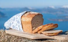 Det er ikkje alltid vi har tid til å vente på eit eltefritt brød, men treng brød til kvelds. Då lagar vi denne versjonen, som gir tre kvardagsbrød, der to. Fortsett å les Recipe Boards, Food And Drink, Recipes, Cakes, Men, Creative, Kuchen, Rezepte, Ripped Recipes