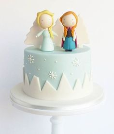 Frozen cake toppers, buy now on Etsy. Receive decorations in the mail and make the cake at home. Chibi ana and elsa Frozen Theme Cake, Frozen Birthday Cake, Frozen Cake Topper, Cake Toppers, Bolo Frozen, Elsa Frozen Cake, Girly Cakes, Cute Cakes, Fondant Cakes