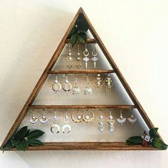 Jewelry Organizer Wooden Pyramid Shaped Wall Mounted Jewelry Holder - Explore our gallery of 25 most beautiful wall mounted jewelry holders you'll ever see. All shapes, sizes Diy Jewelry Holder, Necklace Holder, Diy Earring Holder, Diy Jewelry Stand, Jewelry Booth, Jewelry Hanger, Hanging Jewelry, Diy Hanging, Diy Necklace