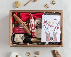 With Christmas coming, are you ready for Christmas gifts for family and friends? Have you considered a personalized Christmas gift box? There are many Christmas gifts to choose from, but your DIY Christmas gifts must be full of heart. Christmas Baskets, Family Christmas Gifts, Christmas Fun, Christmas Gift Boxes, Diy Xmas Gifts, Diy Crafts For Gifts, Fun Gifts, Homemade Romantic Gifts, Party On Garth