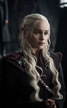 It was always a foregone conclusion that Jon Snow and Daenerys Targaryen would find a way to join forces on this season of Game of Thrones. After all — spoiler alert — Kit Harington and Emilia Clarke were seen filming alongside one another in… Emilia Clarke Daenerys Targaryen, Jon E Daenerys, Game Of Throne Daenerys, Got Khaleesi, Game Of Thrones Khaleesi, Costumes Game Of Thrones, Game Of Thrones Episodes, Watch Game Of Thrones, Game Of Thrones Characters