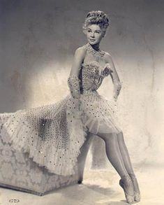 Vera Ellen ~ such a great dancer - loved her with Danny Kaye in White Christmas Old Hollywood Stars, Old Hollywood Glamour, Golden Age Of Hollywood, Vintage Glamour, Vintage Hollywood, Classic Hollywood, Hollywood Icons, Hollywood Party, Vintage Tv