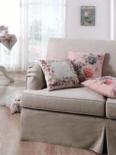 Pastel renkleri ve çıtır çiçek desenleri ile evinde kendi tarzını yaratmak isteyenlerin buluşma noktası olan English Home, bayramı goblen kırlent, goblen pano ve şömen tablalarda %25 indirim ile karşılıyor. English Home, Tekira AVM'de...