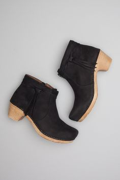 An ankle boot with year-round appeal, Markie features a trendy tassel for fashion flair, a comfy, supportive footbed and a side zipper for easy on/off.