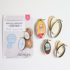 With mini embroidery hoops you can frame your latest hand embroidered creation, cross stitch masterpiece or favorite piece of fabric. These hoops are easy to assemble and make beautiful, unique gifts