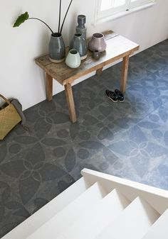 Grey tiles in the hallway with a design and side table with different vases in grey and pastel color | Styling Fietje Bruijn, Frans Uyterlinde | Photographer Dennis Brandsma, Jansje Klazinga | vtwonen catalog autumn 2015 | #vtwonencollectie