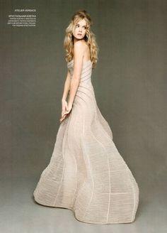 Atelier Versace.  Lindsay Ellingson by Harri Peccinotti L'Officiel Ukraine - June 2009