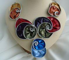 Collar Nespresso, babero, arco iris, declaración collar, aluminio, espirales