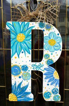 Painted wooden Initial Door Hanger with blue flower daisy design. Wood Letter Crafts, Painting Wooden Letters, Monogram Painting, Painted Letters, Letter Art, Letter Door Hangers, Initial Door Hanger, Wooden Door Hangers, Diy Wall Art