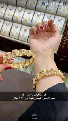 Antique Jewellery Designs, Gold Ring Designs, Gold Bangles Design, Gold Jewellery Design, Dubai Gold Jewelry, Luxury Jewelry, Arabic Jewelry, Pinterest Jewelry, Hand Accessories
