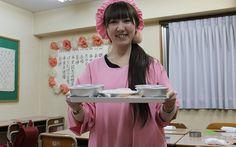 【東京・御徒町】ソフト麺に脱脂粉乳―給食が食べられる「給食当番」のパーティールームは学校の教室そっくり!