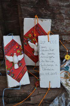 Feita com madeira de caixote esta lembrancinha é ideal para festas de fim de ano, para encontros de jovens e de casais e até para colocar junto daquele presente tão especial. <br>Atrás escrevo dedicatória à mão. <br>Totalmente artesanal e ecológico.