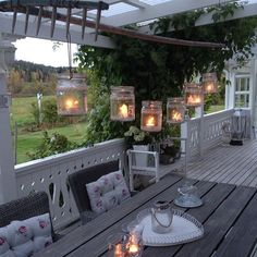 Shabby and Charme: Un magnifico outdoor a casa di Ingela in Svezia Outdoor Rooms, Outdoor Dining, Outdoor Gardens, Outdoor Decor, Little Gardens, Outside Living, Porch Decorating, Garden Inspiration, Shabby