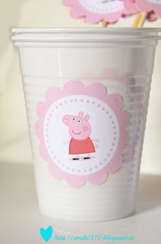 Stickers on cups Pig Birthday, 4th Birthday Parties, Birthday Party Decorations, Birthday Ideas, Bolo Da Peppa Pig, Cumple Peppa Pig, Lila Party, Baby Party, Kids Party Themes