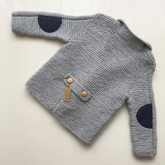 New knitting baby pullover boys ideas Baby Knitting Patterns, Baby Boy Knitting, Knitting For Kids, Crochet For Kids, Baby Patterns, Crochet Baby, Free Crochet, Baby Boy Cardigan, Knitted Baby Cardigan