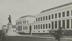 Paleis van Gouverneur Generaal Daendels met daar voor het standbeeld van Jan Pieterszn. Coen wat in 1943 door de jap werd vernield O.o
