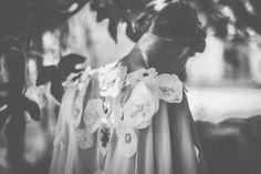 "Capa Yaiza ""Embraceable you"" Nueva colección de novias Beba´s Closet www.bebascloset.com Zapatos: Mas 34 Flores: María Salazar Foto: Días de Vino y Rosas Pelo: Marieta Hairstyle Maquillaje: Mercedes Couceiro Joyas: Beatriz Palacios"