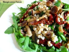 Il sorgo con funghi misti, rucola e pomodori secchi è un piatto leggero, saporito e senza glutine. Una ricetta vegana da gustare calda o fredda!