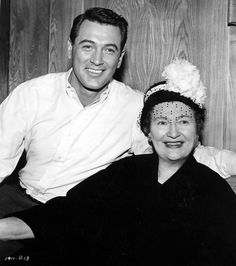 Afbeeldingsresultaat voor rock hudson and his mother Old Hollywood Actors, Hollywood Stars, Classic Hollywood, Hollywood Party, Hollywood Glamour, Rock Hudson, Star Wars, Famous Stars, Good Looking Men