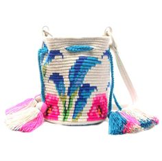 Craft-o-Rama — From Chila Bags. Crotchet Bags, Knitted Bags, Mochila Crochet, Tapestry Crochet Patterns, Tapestry Bag, Crochet Purses, Clutch, Handmade Bags, Crochet Projects