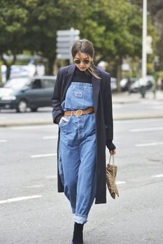 How To Incorporate Style Into Your Wardrobe Like A True Fashionista Source by raphaelnarutouz overalls outfit Denim Fashion, Look Fashion, 90s Fashion, Winter Fashion, Vintage Fashion, Fashion Outfits, Fashion 2018, Fashion Watches, Spring Fashion
