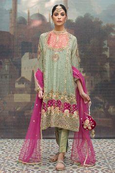 Asian Wedding Dress Pakistani, Pakistani Fashion Party Wear, Pakistani Dress Design, Pakistani Outfits, Indian Outfits, Indian Fashion, Designer Party Wear Dresses, Indian Designer Outfits, Party Dresses